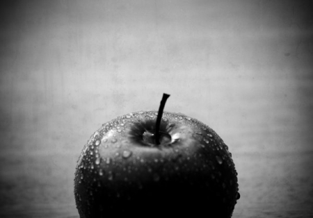 lonely_apple_by_skullhuntre