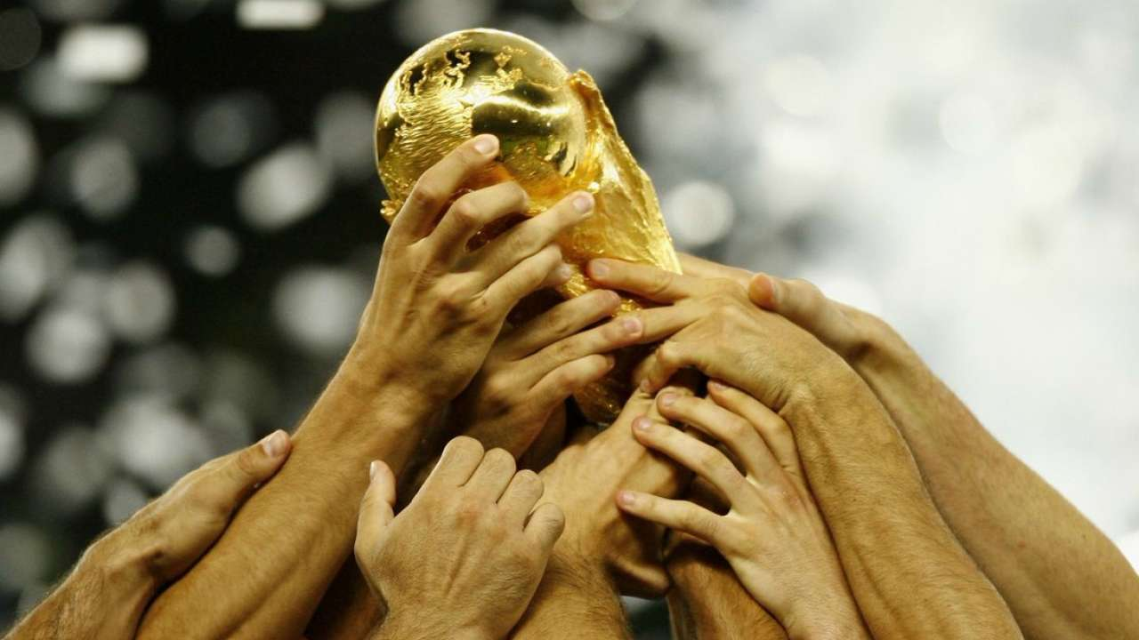 692409-665394-661392-657222-fifa-world-cup-trophy-twitter